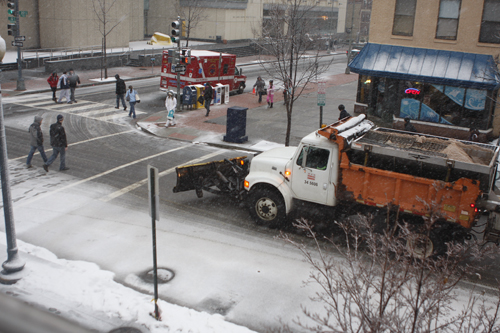 The beginnings of the snow storm on Friday at 22nd and G streets. Viktors Dindzans/Photo Editor