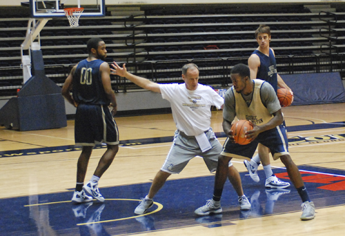 Men Basketball, Isaiah Armwood, Practice