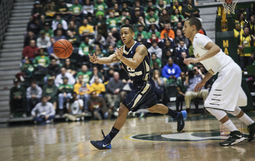 Sophomore Joe McDonald passes the ball during GW's game against George Mason on Jan. 25. Hatchet File Photo