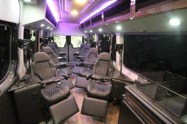 Alumnus Adds Plush Way To Shuttle Between D C And New