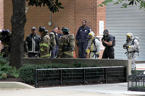 Police respond to a report of an unattended package near Thurston Hall on Friday. Garrett Mils | Hatchet Photographer