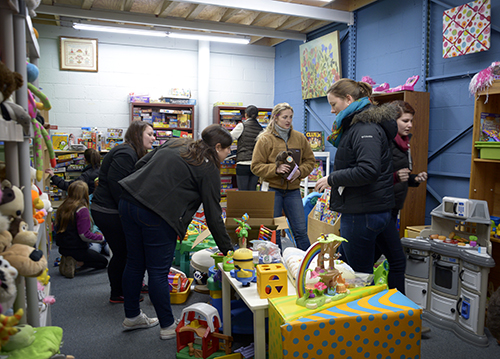 Student volunteers rearrange and organize toys at A Wider Circle, a nonprofit dedicated alleviating poverty. The toys will be donated to underprivileged children as part of Martin Luther King Jr. Day of Service. Olivia Harding | Hatchet Photographer